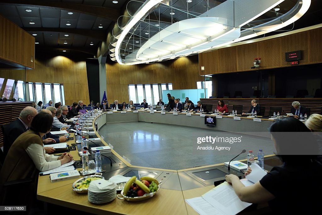 European Commission President Jean-Claude Juncker (C) and European Commissioners hold a meeting on European Commission's third visa liberalization progress reports for Turkey, Ukraine, Georgia and Kosovo in Brussels, Belgium on May 04, 2016.