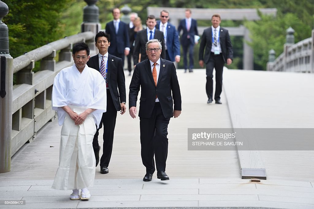 European Commission President Jean-Claude Juncker (front R) arrives at Ise-Jingu Shrine in the city of Ise in Mie prefecture, on May 26, 2016 on the first day of the G7 leaders summit. World leaders kick off two days of G7 talks in Japan on May 26 with the creaky global economy, terrorism, refugees, China's controversial maritime claims, and a possible Brexit headlining their packed agenda. / AFP / STEPHANE