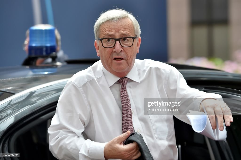 European Commission President Jean-Claude Juncker arrives before an EU summit meeting on June 28, 2016 at the European Union headquarters in Brussels. / AFP / PHILIPPE