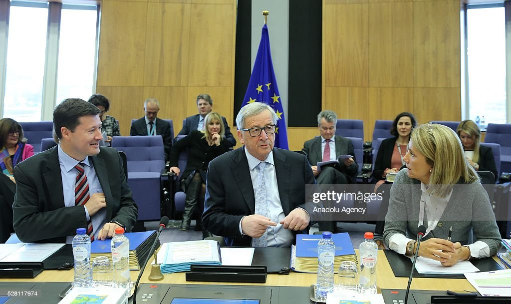 European Commission President Jean-Claude Juncker (C) attends a meeting on European Commission's third visa liberalization progress reports for Turkey, Ukraine, Georgia and Kosovo in Brussels, Belgium on May 04, 2016.