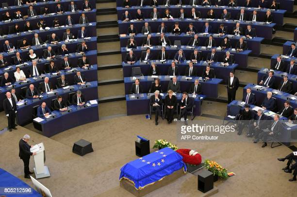 European Commission President JeanClaude Juncker delivers a speech in front of former US President Bill Clinton German Chancellor Angela Merkel...