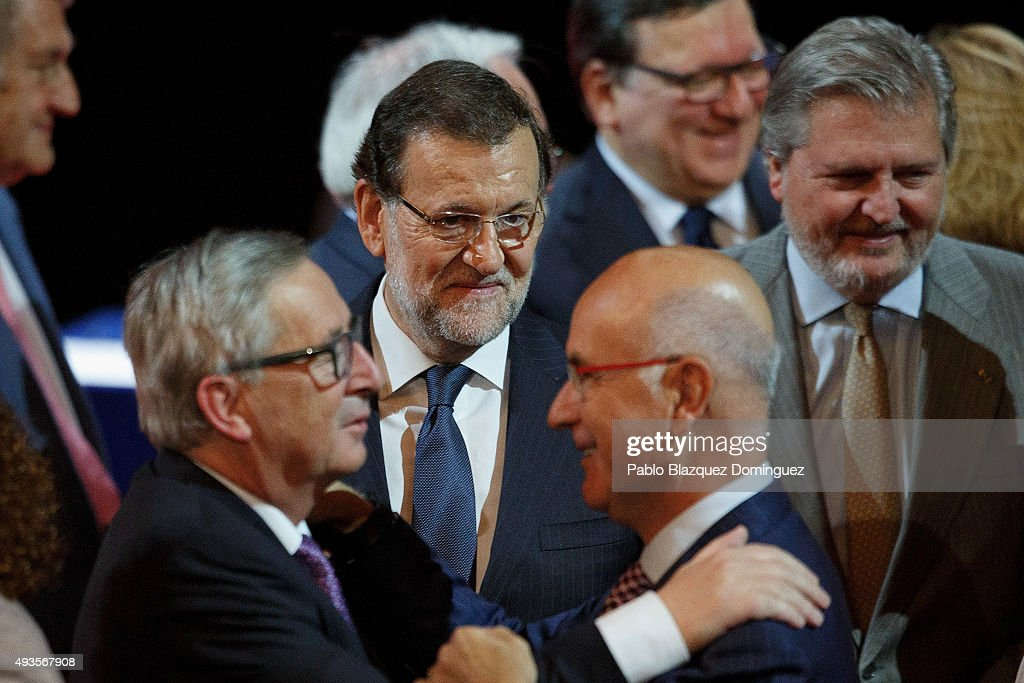 European Commission President <a gi-track='captionPersonalityLinkClicked' href=/galleries/search?phrase=Jean-Claude+Juncker&family=editorial&specificpeople=207032 ng-click='$event.stopPropagation()'>Jean-Claude Juncker</a> (L) meets Leader of Unio political party <a gi-track='captionPersonalityLinkClicked' href=/galleries/search?phrase=Josep+Antoni+Duran+i+Lleida&family=editorial&specificpeople=4215869 ng-click='$event.stopPropagation()'>Josep Antoni Duran i Lleida</a> (2R) as Spanish Prime Minister Mariano Rajoy looks (C) during the Premio Nueva Economia Forum 2015 ceremony at the Zarzuela Theatre on October 21, 2015 in Madrid, Spain. During the ceremony Rajoy gave the Nueva Economia Forum Award to <a gi-track='captionPersonalityLinkClicked' href=/galleries/search?phrase=Jean-Claude+Juncker&family=editorial&specificpeople=207032 ng-click='$event.stopPropagation()'>Jean-Claude Juncker</a>. Juncker is in Madrid to attend the European PP congress along with Merkel, Sarkozy and Berlusconi and other European Prime Ministers.