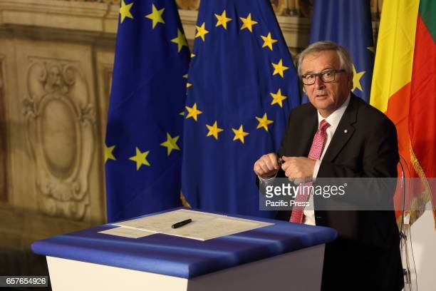 European Commission President JeanClaude Juncker sign treaties during European Leaders in the Hall of the Orazi e Curiazi of Campidoglio in Rome...