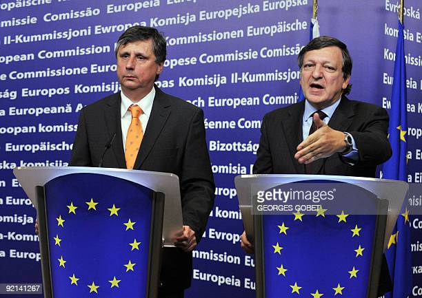 European Commission President Jose Manuel Barroso and Czech Prime Minister Jan Fischer hold a press conference on October 13 2009 after their...