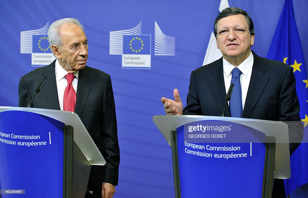 European Commission President Jose Manuel Barroso (R) and President of the State of Israel Shimon Peres (L) give a joint press conference after their working session on March 7, 2013 at the EU Headquarters in Brussels. AFP PHOTO GEORGES GOBET