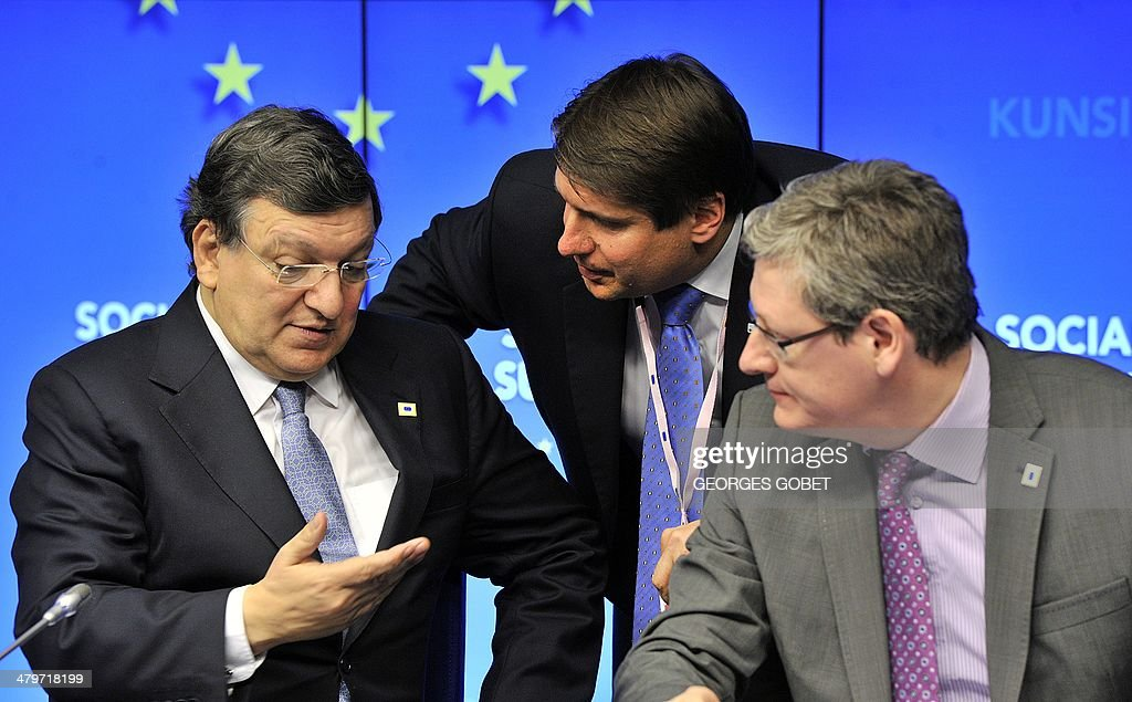 European Commission president Jose Manuel Barroso chats with Business Europe directorgeneral Markus Beyrer and Laszlo Andor EU commissioner for...