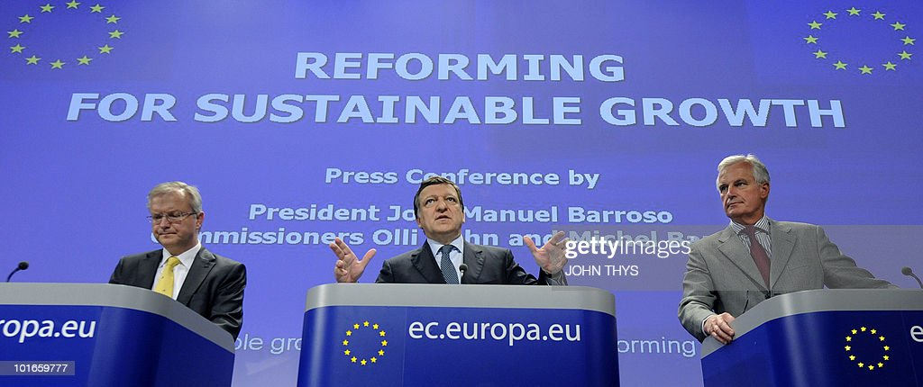 European Commission President Jose Manuel Barroso (C) gestures during a joint press conference given with EU Internal Market and Services Michel Barnier (R) and EU commissioner for Economic and Monetary Affairs Olli Rehn (L) on sustainable Economic Growth on June 2, 2010 at the EU headquarters in Brussels.