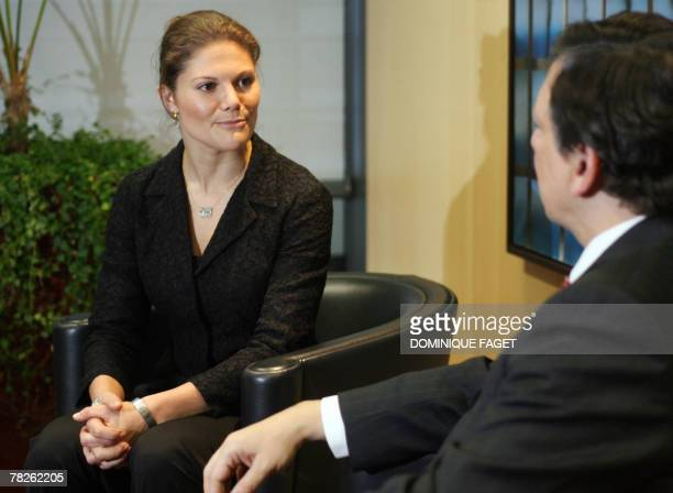 European Commission President Jose Manuel Barroso speaks with Sweden's Crown Princess Victoria 05 December 2007 in Brussels before their meeting at...