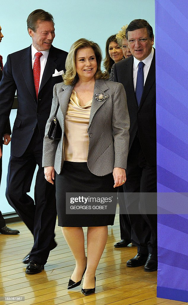 European Commission President Jose Manuel Barroso (R) welcomes Grand-Duchess Maria Teresa of Luxembourg (C) and Grand-Duke Henri of Luxembourg (L) prior to their working session on March 7, 2013 at the EU Headquarters in Brussels. AFP PHOTO / GEORGES GOBET