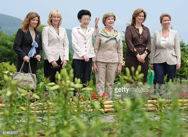 European Commission President's wife Margarida Sousa Canadian Prime Minister's wife Laureen Harper Japanese Prime Minister's wife Kiyoko Fukuda US...