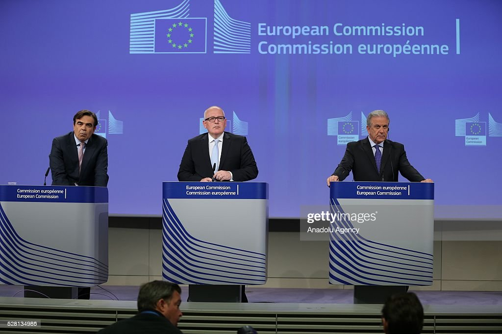 European Commission Vice-President Frans Timmermans (C) speaks at a joint press briefing with EU Commissioner for Migration and Home Affairs Dimitris Avramopoulos (R) in Brussels, Belgium on May 4, 2016. Timmermans and Avramopoulo