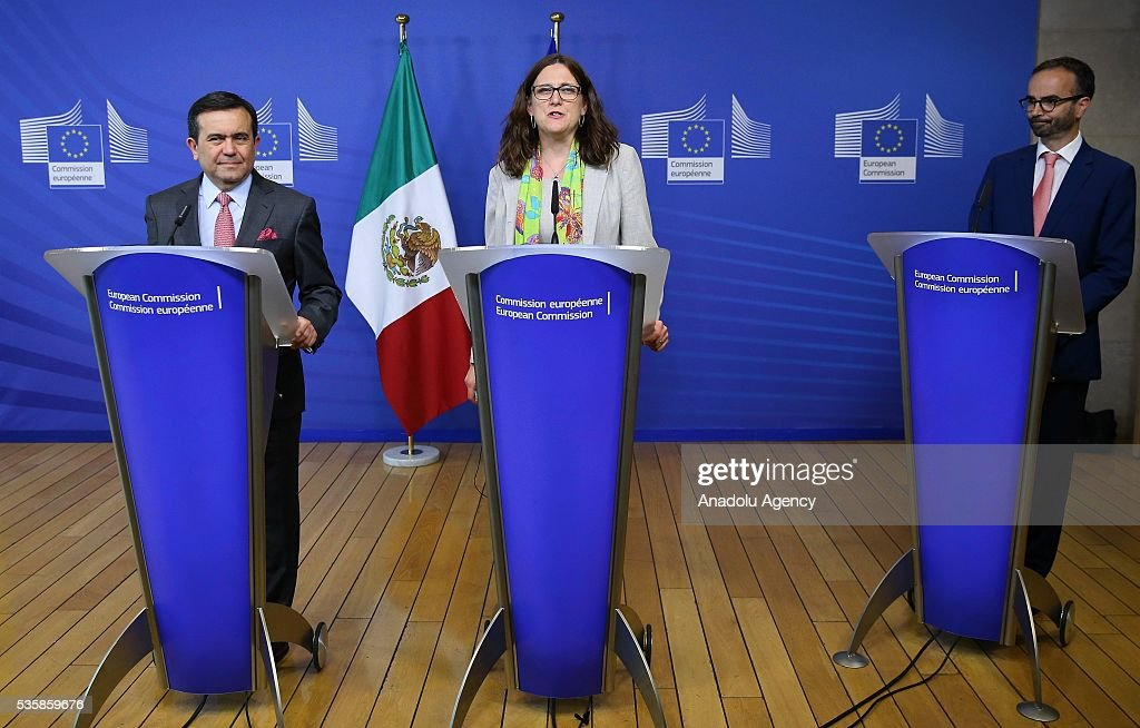 European Commissioner for Trade, Cecilia Malmstrom (C) delivers a speech during a joint press conference with Mexican Economy Minister Ildefonso Guajardo Villarreal (L) after a meeting in Brussels, Belgium on May 30, 2016.