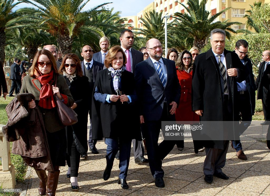 European parliament president Martin Schulz (C), Imperial Marhaba Riu hotel manager Zohra Driss (3rdR) and Sousse governor Fethi Bdira (R) arrive to lay flowers on February 9, 2016, in Port el Kantaoui, on the outskirts of Sousse, south of the capital Tunis, in memory of the 38 victims of the country's worst-ever jihadist attack. / AFP / BECHIR TAIEB