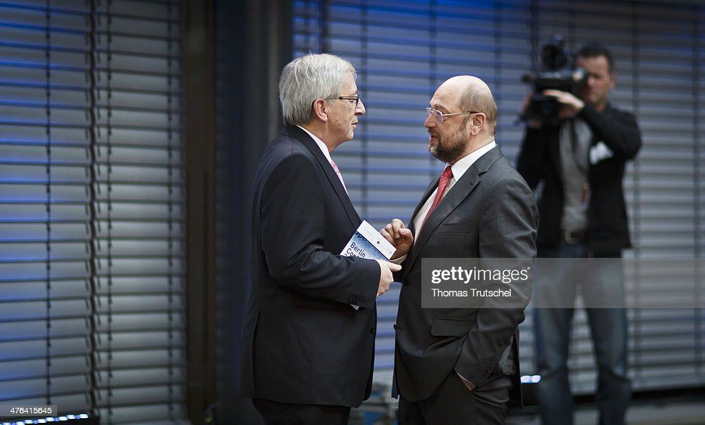 European Parliament President <a gi-track='captionPersonalityLinkClicked' href=/galleries/search?phrase=Martin+Schulz&family=editorial&specificpeople=598638 ng-click='$event.stopPropagation()'>Martin Schulz</a> (R) speaks with Luxembourg's former Prime Minister <a gi-track='captionPersonalityLinkClicked' href=/galleries/search?phrase=Jean-Claude+Juncker&family=editorial&specificpeople=207032 ng-click='$event.stopPropagation()'>Jean-Claude Juncker</a> during a conference on March 03, 2014 in Berlin, Germany.