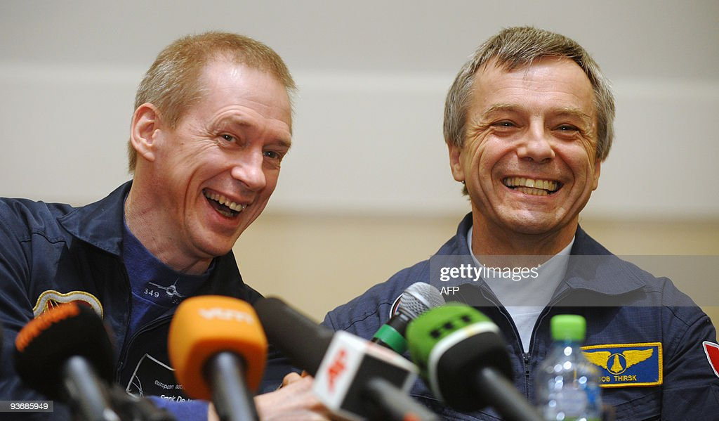 European Space Agency (ESA) astronaut Frank de Winne of Belgium (L) and Canadian astronoaut Robert Thirsk (R) smile during a press conference outside Moscow in Star City on December 3, 2009. The Russian Soyuz space capsule, carrying Belgian Frank de Winne, Canadian Robert Thirsk and Russian Roman Romanenko, landed as planned at 10:17 a.m. Moscow time (0717 GMT) on November 1 about 85 km (50 miles) north of the town of Arkalyk in Kazakhstan. AFP PHOTO / DMITRY KOSTYUKOV