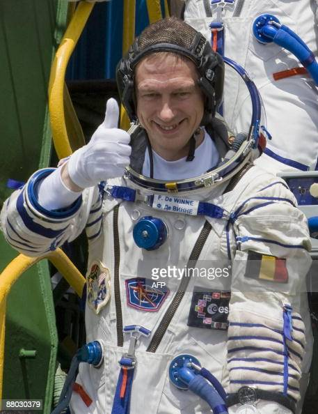 space astronauts thumbs up - photo #20