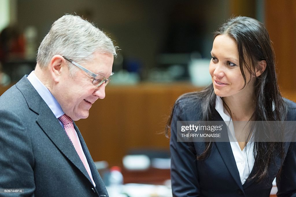 European Stability Mechanism (ESM) chief Klaus Regling (L) talks with Czech Republic's Deputy Finance Minister, Lenka Juroskova prior to the European Union Eco-Finance Council meeting at the EU Council building in Brussels on February 12, 2016. AFP PHOTO / THIERRY MONASSE / AFP / THIERRY MONASSE