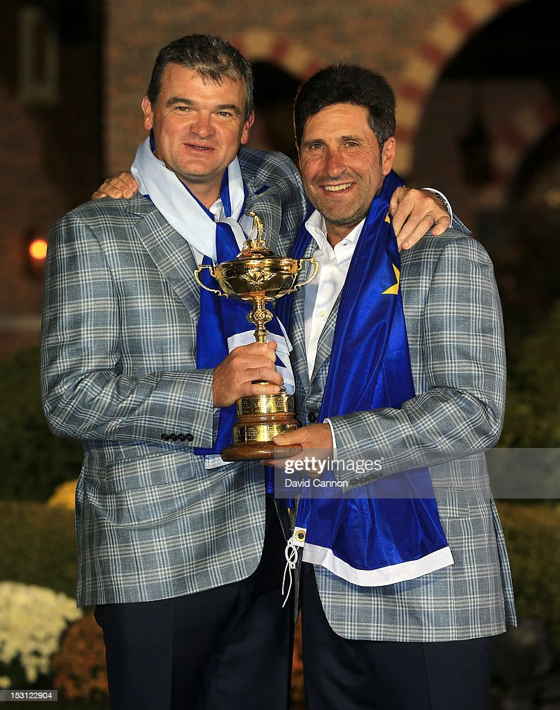 European team captain <a gi-track='captionPersonalityLinkClicked' href=/galleries/search?phrase=Jose+Maria+Olazabal&family=editorial&specificpeople=176521 ng-click='$event.stopPropagation()'>Jose Maria Olazabal</a> poses with <a gi-track='captionPersonalityLinkClicked' href=/galleries/search?phrase=Paul+Lawrie&family=editorial&specificpeople=202995 ng-click='$event.stopPropagation()'>Paul Lawrie</a> and the Ryder Cup after Europe defeated the USA 14.5 to 13.5 to retain the Ryder Cup during the Singles Matches for The 39th Ryder Cup at Medinah Country Club on September 30, 2012 in Medinah, Illinois.