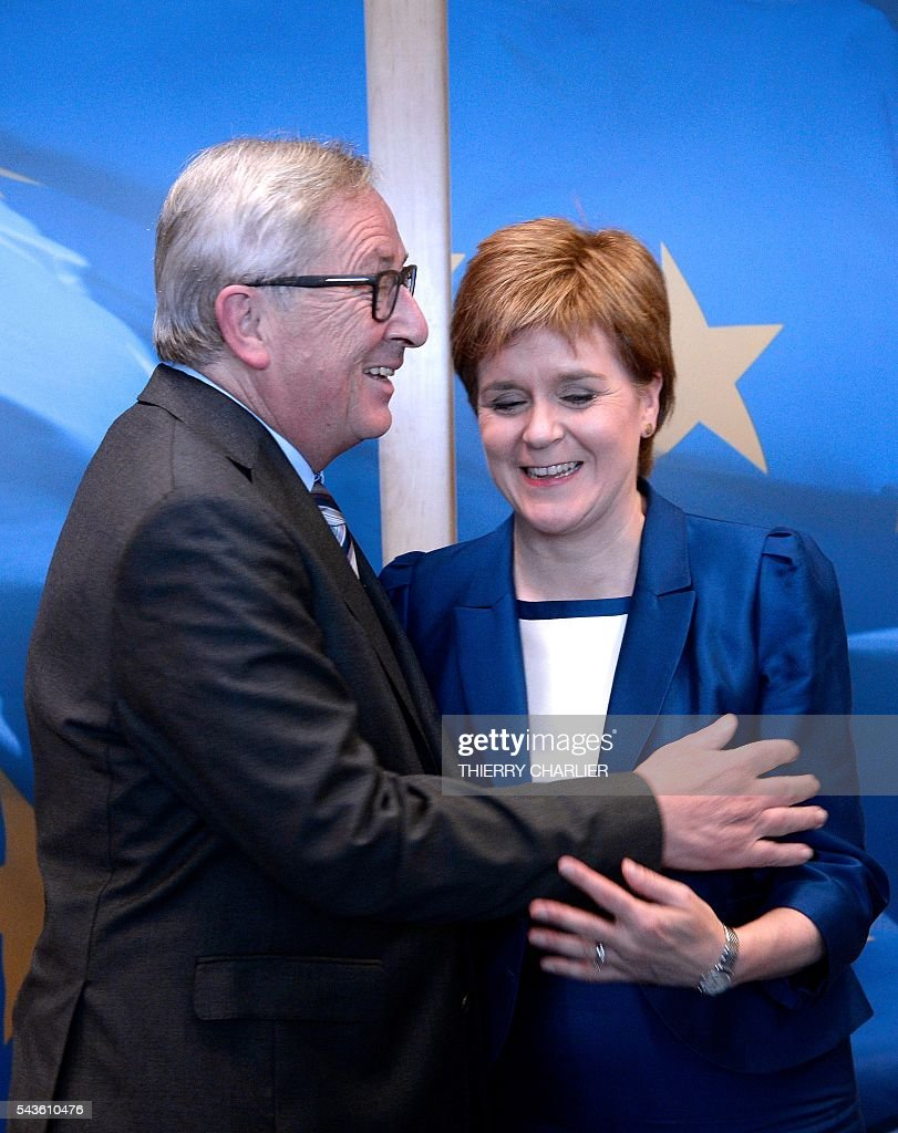 European Union Commission President Jean-Claude Juncker (L) poses with Scotland's First Minister and Leader of the Scottish National Party Nicola Sturgeon before their meeting at the European Union Commission headquarter in Brussels, June 29, 2016. / AFP / THIERRY