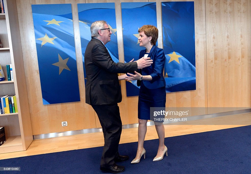 European Union Commission President Jean-Claude Juncker (L) welcomes Scotland's First Minister and Leader of the Scottish National Party Nicola Sturgeon before their meeting at the European Union Commission headquarter in Brussels, June 29, 2016. / AFP / THIERRY