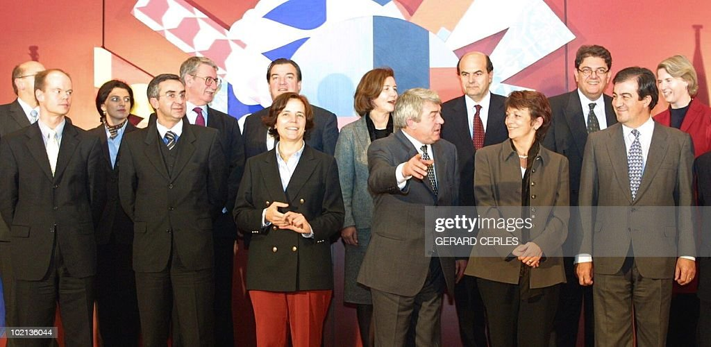 European Union countries' Transport Ministers pose for a family picture, 20 December 2000 in Brussels. (LtoR) Kurt Bodewig (Germany), Olli-Pekka Heinonen (Finland), Monika Forstinger (Austria), Guilhermino Rodrigues (Portugal), Lord Mac Donald (Britain), Henri Grethen (Luxembourg), Loyola de Palacio (European Commissioner), Tineke Netelbenbos (Netherlands), Jean-Claude Gayssot (France), Pierluigi Bersani (Italy), Isabelle Durant (Belgium), Christos Verelis (Greece), Adofo Menedez (Spain) and Pia Gjellerup (Denmark) participated today to a Transport Ministers meeting.