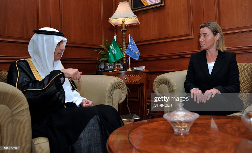 European Union High Representative for Foreign Affairs, Federica Mogherini (R), speaks to Saudi Foreign Minister Adel Al-Jubair during a meeting in Jeddah on May 30, 2016. / AFP / STRINGER