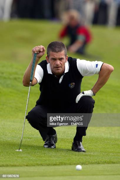 Europe's Jesper Parnevik lines up his put during his match against USA's Mark Calcavecchia and David Duval
