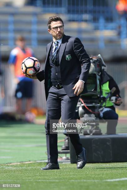 Eusebio Di Francesco manager of US Sassuolo shouts instructions to his players during the Serie A match between Empoli FC and US Sassuolo at Stadio...
