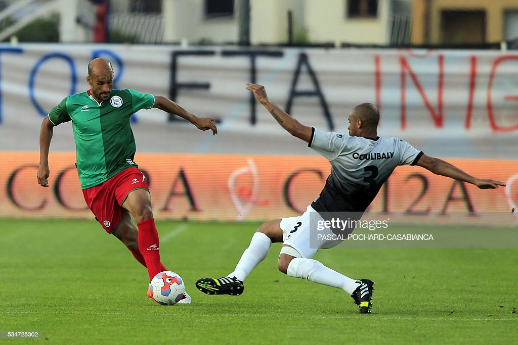 Euskadi's midfielder Michel Rico (L) vies with Squadra Corsa's midfielder Gary Coulibaly during the friendly football match between Squadra Corsa and Euskadi on May 27, 2016, at the Ange Casanova stadium in Ajaccio, on the French Mediterranean island of Corsica. / AFP / PASCAL