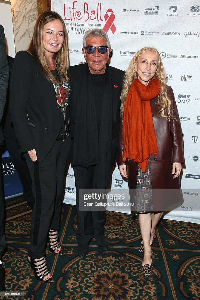 <a gi-track='captionPersonalityLinkClicked' href=/galleries/search?phrase=Eva+Cavalli&family=editorial&specificpeople=1719408 ng-click='$event.stopPropagation()'>Eva Cavalli</a>, Roberto Cavalli and <a gi-track='captionPersonalityLinkClicked' href=/galleries/search?phrase=Franca+Sozzani&family=editorial&specificpeople=639425 ng-click='$event.stopPropagation()'>Franca Sozzani</a> attend the 'Life Ball 2013 - Press Conference' at Hotel Imperial Vienna on May 25, 2013 in Vienna, Austria.