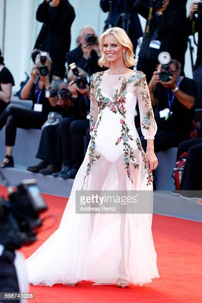 eva-herzigova-attends-the-premiere-of-nocturnal-animals-during-the-picture-id598741038