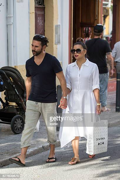 Eva Longoria and Pepe Baston enjoy a stroll with friends on July 19 2016 in Ibiza Spain
