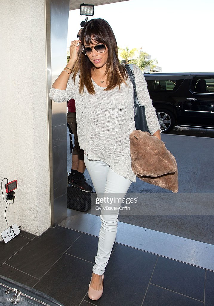 <a gi-track='captionPersonalityLinkClicked' href=/galleries/search?phrase=Eva+Longoria&family=editorial&specificpeople=202082 ng-click='$event.stopPropagation()'>Eva Longoria</a> seen at LAX airport on March 12, 2014 in Los Angeles, California.