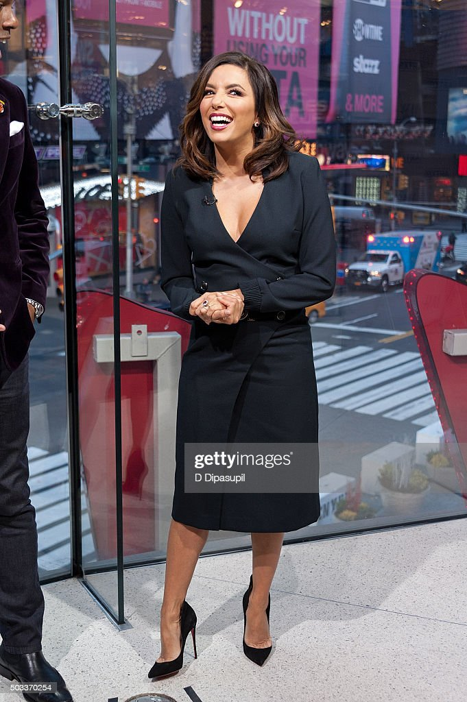 Eva Longoria visits 'Extra' at their New York studios at H&M in Times Square on January 4, 2016 in New York City.