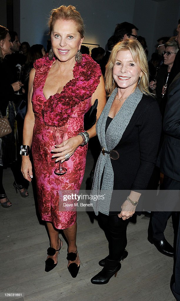 Eva O'Neil (L) attends 'Arts For Human Rights', the inaugural Bianca Jagger Human Rights Foundation Gala supported by Swarovski, at Phillips de Pury And Company on October 14, 2011 in London, England.
