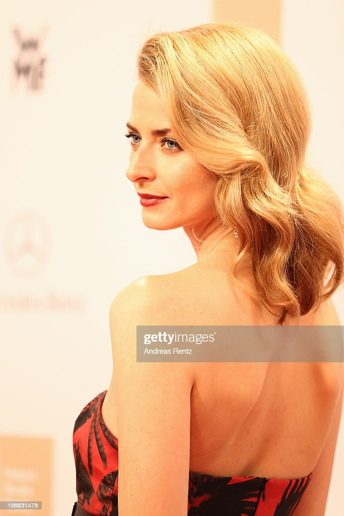 Eva Padberg attends 'BAMBI Awards 2012' at the Stadthalle Duesseldorf on November 22, 2012 in Duesseldorf, Germany.
