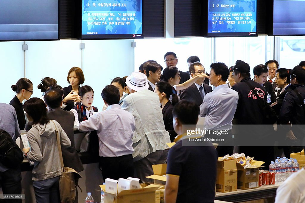 Evacuated passengers are seen at the international terminal after the fire from an engine on the left side of the Korean Air 2708 bound for Seoul at the Haneda International Airport on May 27, 2016 in Tokyo, Japan. 319 passengers and crews have safely evacuated. C runway has been closed.