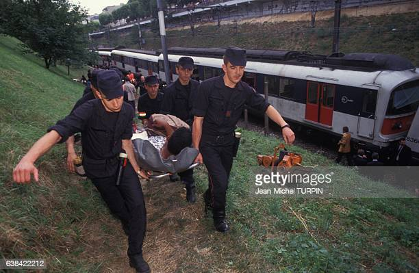 Evacuation des blessés par les pompiers après un accident de RER le 27 juillet 1992 à Vincennes France