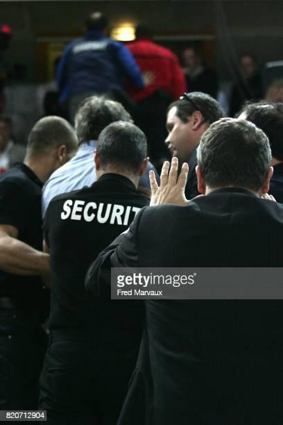 Evacuation supporter suite insultes et lancer de projectile sur l'entraineur de metz Bertrand FRANCOIS Metz / Buducnost 1/2 finale coupe des coupes...