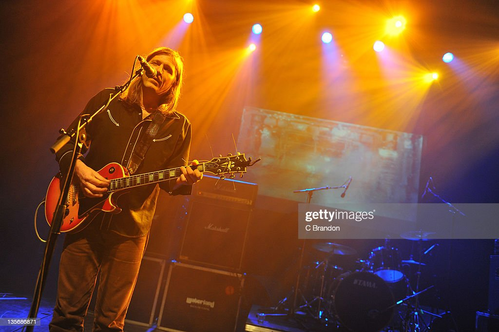 <a gi-track='captionPersonalityLinkClicked' href=/galleries/search?phrase=Evan+Dando&family=editorial&specificpeople=751359 ng-click='$event.stopPropagation()'>Evan Dando</a> of The Lemonheads performs on stage at Shepherds Bush Empire on December 12, 2011 in London, United Kingdom.