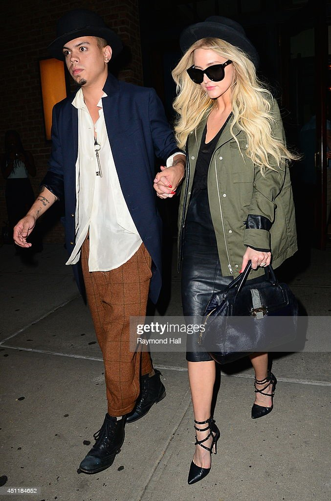 <a gi-track='captionPersonalityLinkClicked' href=/galleries/search?phrase=Evan+Ross&family=editorial&specificpeople=711885 ng-click='$event.stopPropagation()'>Evan Ross</a> and <a gi-track='captionPersonalityLinkClicked' href=/galleries/search?phrase=Ashlee+Simpson&family=editorial&specificpeople=201809 ng-click='$event.stopPropagation()'>Ashlee Simpson</a> are seen in Tribeca on June 24, 2014 in New York City.