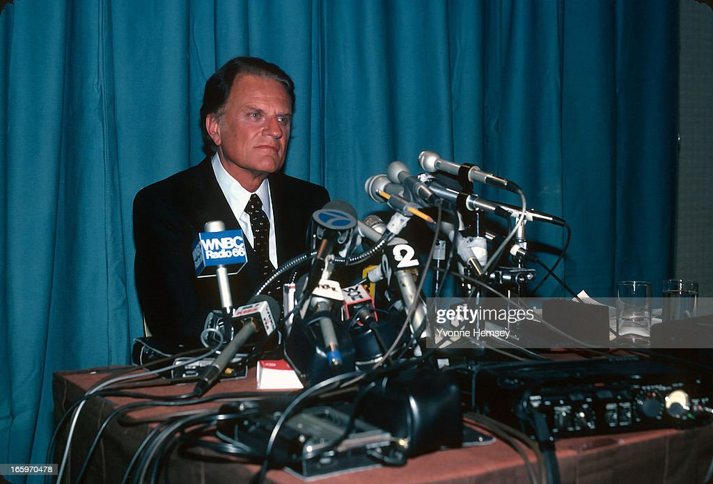 Evangelist <a gi-track='captionPersonalityLinkClicked' href=/galleries/search?phrase=Billy+Graham+-+Evangelist&family=editorial&specificpeople=167098 ng-click='$event.stopPropagation()'>Billy Graham</a> speaks at a news conference May 19, 1982 in New York City. Graham discusses his controversial trip to the Soviet Union where he participated in an interreligious conference on peace.