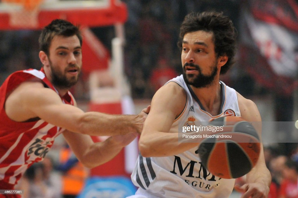 Evangelos Mantzaris, #17 of Olympiacos Piraeus competes with <a gi-track='captionPersonalityLinkClicked' href=/galleries/search?phrase=Sergio+Llull&family=editorial&specificpeople=4537823 ng-click='$event.stopPropagation()'>Sergio Llull</a>, #23 of Real Madrid during the Turkish Airlines Euroleague Basketball Play Off Game 4 between Olympiacos Piraeus v Real Madrid at Peace and Friendship Stadium on April 23, 2014 in Athens, Greece.