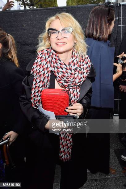 Evelina Khromtchenko attends Le Defile L'Oreal Paris as part of Paris Fashion Week Womenswear Spring/Summer 2018 at Avenue Des Champs Elysees on...