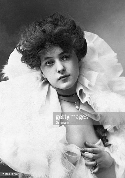 Evelyn Nesbit the celebrated ideal Gibson Girl of New York society She was the wife of eccentric millionaire Harry K Thaw who shot noted architect...