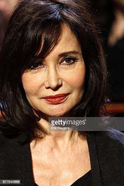 Evelyne Bouix on the set of TV show 'Au Field de la nuit'