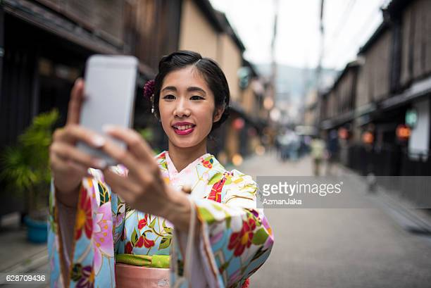 Even Geishas take selfies