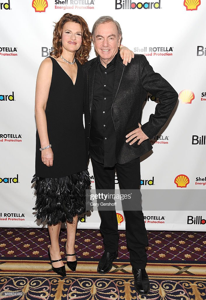 Event host <a gi-track='captionPersonalityLinkClicked' href=/galleries/search?phrase=Sandra+Bernhard&family=editorial&specificpeople=204693 ng-click='$event.stopPropagation()'>Sandra Bernhard</a> (L) and honoree <a gi-track='captionPersonalityLinkClicked' href=/galleries/search?phrase=Neil+Diamond&family=editorial&specificpeople=210635 ng-click='$event.stopPropagation()'>Neil Diamond</a> attend the 2012 Billboard Touring Awards Reception at The Roosevelt Hotel on November 8, 2012 in New York City.