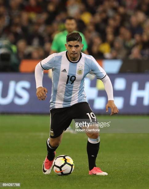 Ever Banega of Argentina controls the ball during the Brazil Global Tour match between Brazil and Argentina at Melbourne Cricket Ground on June 9...