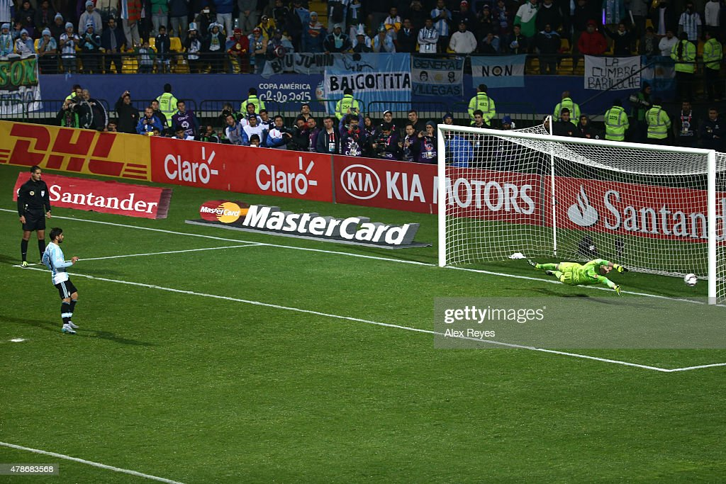 <a gi-track='captionPersonalityLinkClicked' href=/galleries/search?phrase=Ever+Banega&family=editorial&specificpeople=4100796 ng-click='$event.stopPropagation()'>Ever Banega</a> of Argentina takes the third penalty kick in the penalty shootout during the 2015 Copa America Chile quarter final match between Argentina and Colombia at Sausalito Stadium on June 26, 2015 in Viña del Mar, Chile.